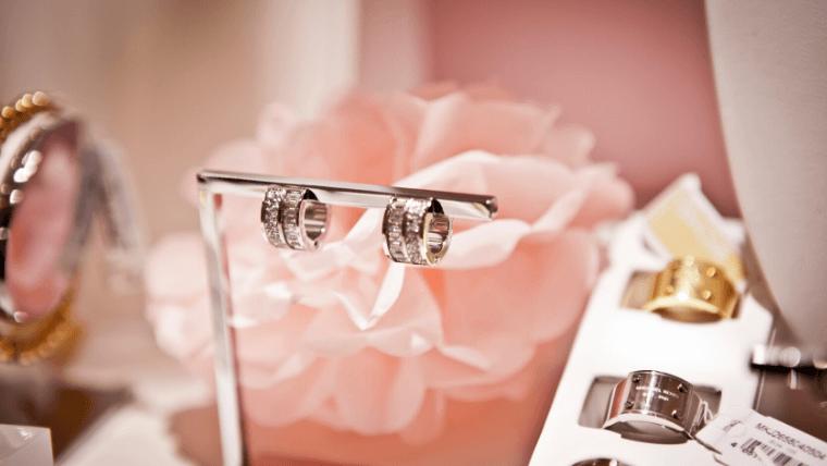 結婚指輪を販売している店舗の雰囲気を確かめておこう